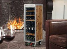 Carrito de avión convertido en armario de vino