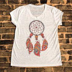 Camisetas femininas com as mais belas estampas  Por R$ 2990. Na compra dá segunda o frete é grátis.  Catálogo e informações pelo Whatsapp: 13982166299