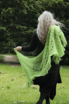 All in green Rectangular shawl 85x190cm Filatura di Crosa Baby Kid Extra - 80% Kid Mohair, 10% Nylon photo: VIncent Kibildis