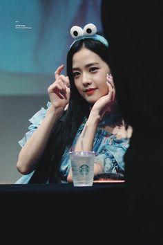 South Korean Girls, Korean Girl Groups, Divas, Basic Chinese, How To Speak Korean, Ji Soo, Blackpink Jisoo, Kim Jennie, Female Singers