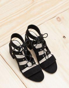 3 ζευγάρια παπούτσια που θα φοράς ξανά και ξανά αυτό το καλοκαίρι 14a4f4fd615