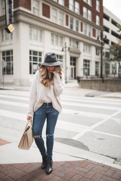 Oversized Sweater & Boyfriend Jeans | The Teacher Diva: a Dallas Fashion Blog featuring Beauty & Lifestyle