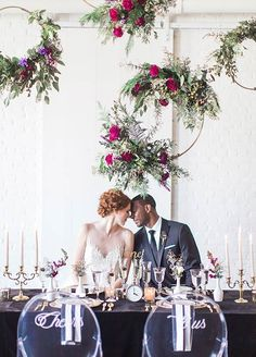 Want to know what the new trend in weddings is? The answer might surprise you. Drum roll, please… the new trend in weddings is flowers that hang! Yup – you read that right! Now it's not just a blooming floral centerpiece – it's a floral centerpiece that hangs gracefully above you at your reception t