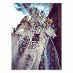 Para terminar el día os dejamos con esta preciosa creación #buenasnoche #goodnight #diadema #tocado #headpiece #headband #silver #flowers #headbandflower #preservedflowers #hippiechic #bohochic #vintage #lace #encaje #tribeca #tribecahandmade #handmade #hechoamano #madewithlove #hechoamanoconamor #madeinspain #instagram #instacool #bohostyle