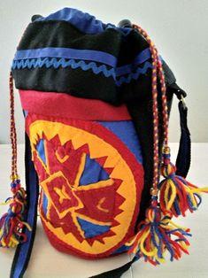 Veske med samisk inspirert dekor. Winter Hats, Arts And Crafts, Backpacks, Bags, Fashion, Handbags, Moda, La Mode, Gift Crafts