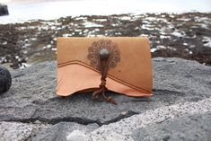 Handmade and handstitched ^_^ 39 euros - FREE SHIPPING wherever you are ^_^ Leather Pouch, Tan Leather, Handmade Wallets, Handmade Gifts, Mobile Workshop, Belt Pouch, Mini Handbags, Celtic Knot, Italian Leather