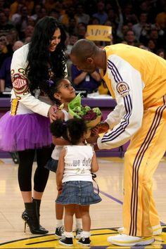 NBA player Kobe Bryant of the Los Angeles Lakers is photographed with his entire family:wife Vanessa and daughters Natalia and Gianna at the Utah Jazz vs lakers game on May These past few days… Kobe Bryant And Wife, Kobe Bryant Daughters, Kobe Bryant Family, Kobe Bryant 8, Nba Players, Basketball Players, Basketball Art, Soccer, Black Celebrity Kids
