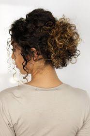 Hey amores! Preparei um vídeo com tutorial de dois penteados para cabelos cacheados com cara de ryca  para você usar nas festas de fina...