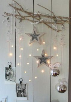 gezien op welke.nl, gezellig kerstsfeer Christmas Window Decorations, Christmas Wreaths, Christmas Crafts, Holiday Decor, Christmas Tea, White Christmas, Winter Home Decor, Scandinavian Christmas, Homemade Gifts