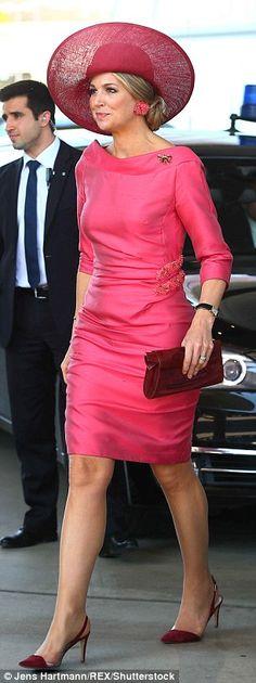 Ik ben helemaal weg van deze outfit van onze koningin.