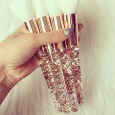 Our Gold Star brushes that broke the internet ✨ auftragen video The OG Liquid Glitter Brushes Cute Makeup, Makeup Brush Set, Diy Makeup, Makeup Tools, Beauty Makeup, Hair Beauty, Make Up Kits, Glitter Lip Gloss, Unique Makeup