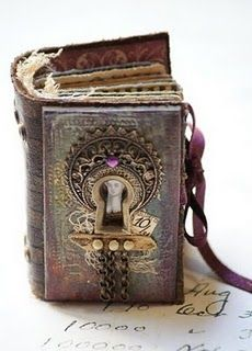 Alice in Wonderland steampunk mini album Old Books, Vintage Books, Vintage Journals, Antique Books, Altered Books, Altered Art, Mini Albums, Handmade Books, Handmade Notebook