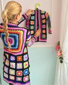 Transcendent Crochet a Solid Granny Square Ideas. Inconceivable Crochet a Solid Granny Square Ideas. Crochet Girls, Love Crochet, Crochet Motif, Beautiful Crochet, Crochet Designs, Crochet Patterns, Crochet Granny, Gilet Crochet, Crochet Cardigan Pattern