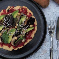 Die Süsskartoffel Pizza ist eine gesunde und moderne Interpretation von Pizza. Avocado, Ober Und Unterhitze, Savoury Dishes, Food Styling, Vegetable Pizza, Sweet Tooth, Food Photography, Sweets, Smile
