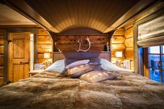 UGLA - Noen ganger går drømmer i oppfyllelse. New Homes, Real Estate, Cabin, Bed, Furniture, Design, Home Decor, Decoration Home, Stream Bed