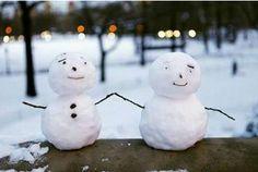 Google Image Result for http://myfunnypics.org/d/11936-1/snowmen%2Bare%2Bseen%2Bon%2Ba%2Brailing%2Bat%2BCentral%2BPark%2Bin%2BNew%2BYork.PNG