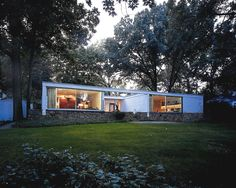 Marcel Breuer, 1951 - The Howard Pack House, Scarsdale NY. Commissioned The house was later enlarged by Herbert Beckhard. Marcel Breuer, Residential Architecture, Interior Architecture, House Worth, Vintage House Plans, Walter Gropius, Mid Century House, Modern Buildings, Building Design