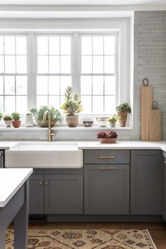 A perfect New England kitchen 🌿 - Tile shown: Foggy Morning - Design: - 📷: - New England Kitchen, New Kitchen, Kitchen Dining, Kitchen Ideas, Kitchen Reno, Kitchen Cabinet Styles, Kitchen Cabinets, Patterned Kitchen Tiles, Fireclay Tile