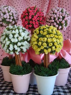 Discover recipes, home ideas, style inspiration and other ideas to try. Jar Crafts, Home Crafts, Diy And Crafts, Flower Ball, Ideas Para Fiestas, Flower Making, Diy Flowers, Holidays And Events, Floral Arrangements