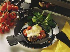 Raclette mit Buletten und Tomaten ist ein Rezept mit frischen Zutaten aus der Kategorie Fruchtgemüse. Probieren Sie dieses und weitere Rezepte von EAT SMARTER!