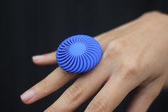 Geometric Twsiting 3D Printed Ring by XYZWorkshop on Etsy https://www.etsy.com/listing/218591703/geometric-twsiting-3d-printed-ring