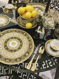 """Discover the new """"I ❤️ baroque"""" collection at Maison&Objet in Paris. #versacehome #rosenthal"""