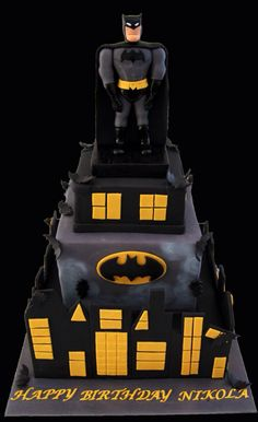 Batman Cake OMG! @Heather Graham I thought of Brady when I saw this! MISS Y'ALL!!