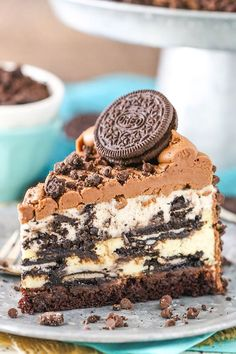 You'll love this decadent Oreo cheesecake recipe. Made with layers of Oreo mousse, Oreo cheesecake, chocolate ganache, brownie, then covered in frosting & crushed Oreos. This is truly the best Oreo cheesecake! Every layer…View Post Oreo Cheesecake Recipes, Oreo Desserts, Delicious Desserts, Yummy Food, Cheesecake Factory Oreo Cheesecake, Oreo Recipe, Easy Desserts, Ultimate Cheesecake, Birthday Cheesecake