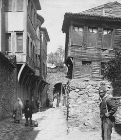These rare pictures give an insight into life in Ottoman Istanbul more than a hundred years ago when the Ottoman Empire and the Islamic caliphate still existed.