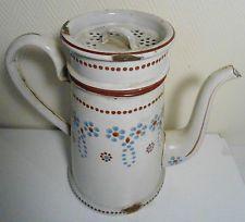 Ancienne cafetière en tôle émaillée BB fleurs stylisées sur fond beige