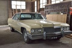 Cadillac in loods