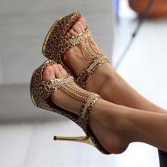 http://www.makyajgunlugu.com/2016-2017-en-sik-abiye-ayakkabi-modelleri-n10274.html/leopar-desenli-abiye-ayakkabi-modeli