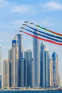 Dubai Emirates ~ ღ ~ Skuwandi Abu Dhabi, Dubai City, Dubai Uae, Dubai Architecture, Building Architecture, Living In Dubai, High Rise Building, Dubai Travel, Amazing Buildings