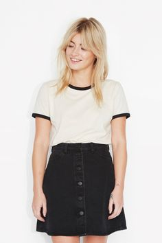 A 70's style t-shirt? Yes, please! Sort of tight but sort of loose too, in a stylishly worn texture. Giving it 100 %. Always.