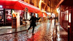 Viele kennen sie als Stadt der Liebe. Für mich hat die französische Metropole viele weitere Facetten: Kunst, Gastronomie, Kultur. Und das auch bei schlechtem Wetter. Dann hat Paris etwas regelrecht Magisches an sich. Viel Spaß mit meinen persönlichen Top 5 Routen durch Paris!