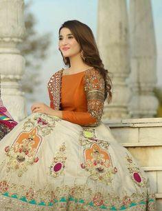 Bridal Mehndi Dresses, Pakistani Wedding Dresses, Pakistani Dress Design, Bridal Outfits, Fancy Dress Design, Bridal Dress Design, Stylish Dress Designs, Stylish Dresses For Girls, Wedding Dresses For Girls