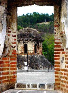 Ventana de ruina como marco de cúpula