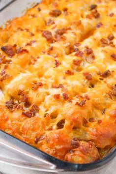 Cheesy Tater Tot Meatloaf Casserole is an easy ground beef dinner recipe with a meatloaf base, topped with a ketchup and bbq sauce glaze, tater tots, shredded cheese and crumbled bacon. recipes with ground beef Vegan Recipes Easy, Diet Recipes, Cooking Recipes, Soup Recipes, Lasagna Recipes, Kraft Recipes, Kitchen Recipes, Chicken Recipes, Recipes