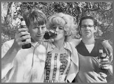 Ron Howard, Candy Clark, Charles Martin Smith / during production of George Lucas' American Graffiti American Graffiti, Candy Clark, Martin Smith, Ron Howard, Howard Charles, Teen Movies, Universal Pictures, Thats The Way, Classic Movies