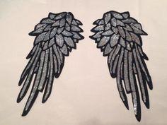Parche alas ángel lentejuelas plata vintage bordado parches #sequins Suit Fashion, Fashion Dresses, Angel Wings Costume, No Eyeliner Makeup, Beaded Embroidery, Suits For Women, Diy Clothes, Embellishments, Feather