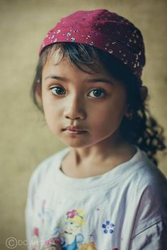 Cak Dony Chrismanto. What an innocent and sweet face. She seems to be able to steal into people's affection!