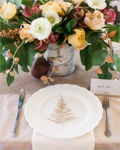Simple and elegant table setting and florals. Event Design: Ever Something Event Styling ---> http://www.weddingchicks.com/2014/05/23/beauty-love-bouquet-recipe/