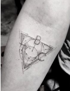 Feine Geometrie: Artworks von Hollywoods beliebtestem Tattookünstler   KlonBlog