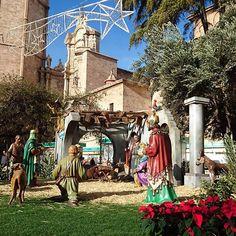 Ya se respira Navidad por todos los rincones de Valencia.  Este es el nacimiento que hay en la Plaza de La Reina, frente a la catedral. ¿No os parece precioso? A mi me encanta ❤ . 🇬🇧 Christmas is already breathed in every corner of Valencia.  This is the birth that there is in the Plaza de La Reina, in front of the cathedral. Do not you think it's beautiful? I love ❤  #nacimiento #navidad #valencia #sinfiltros #betlem #Christmas #nofilters 〰️〰️〰️〰️〰️〰️ ❇️ 〰️〰️〰️〰️〰️〰️…