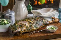 Helstekt lammelår med hvitløk, koriander og persille Påskelammet blir best hvis du bruker god tid og steketermometer. Beregn ca 3 timer på e... Food Porn, Turkey, Meat, Peru, Beef, Treats