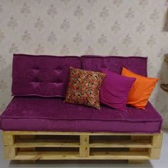 DIY pallet sofa and tables for the modern living rooms Wooden Pallet Crafts, Wooden Pallet Furniture, Wood Sofa, Wooden Pallets, Repurposed Furniture, Diy Wood, Pallet Wood, Pallet Ideas, Pallet Projects