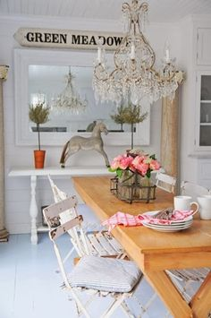 Rusic and shabby chic touches in dining room Shabby Home, Shabby Chic Cottage, Vintage Shabby Chic, Cottage Style, Rustic Cottage, White Cottage, Cozy Cottage, Home Interior Design, Interior Styling