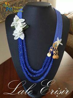 İğne oyası Crochet Necklace, Beaded Necklace, Necklaces, Pendant Necklace, Diy Accessories, Crochet Accessories, Lace Jewelry, Jewelery, Needle Lace