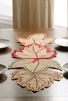 Harvest leaf Table runner