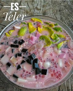 Es Teles   Bahan:    Susu putih kental manis  Sirup merah cocopandan  Santan kental mateng  Air gula     Pelengkap:    Potongan agar-ag...